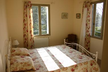 Example of a twin bed room