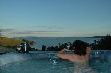 Holiday House in AUCKLAND (Waiheke) or holiday homes and vacation rentals