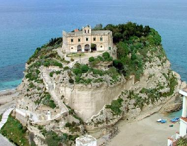 Holiday Apartment in Tropea (Vibo Valentia) or holiday homes and vacation rentals