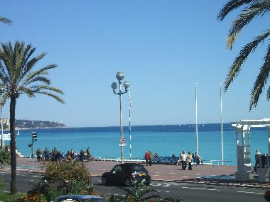 Promenade des Anglais in April, 800m from Apartment