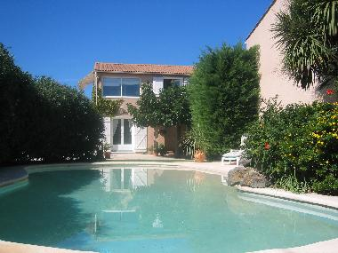 Holiday apartment marseillan garden apartment beau jardin for Beau jardin apartments