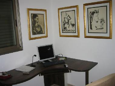 Third Bedroom with Computer with High Speed Internet (included)