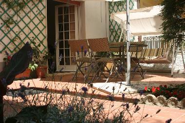 Pictures Holiday Apartment Riccione Italy casa con giardino