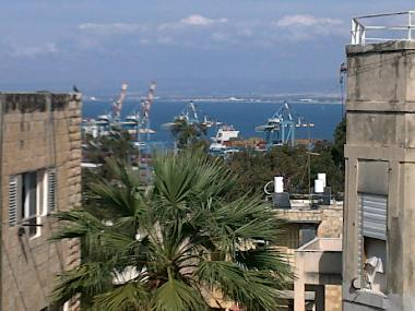 You can sit on the roof, cach a breeze and view the harbour and carmel mountains