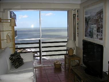 OHR - Living room and balcony with ocean views