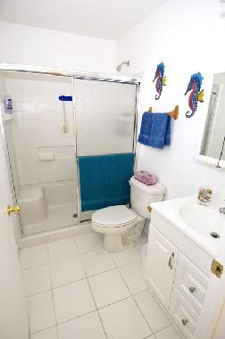 2 bath rooms with shower/tub