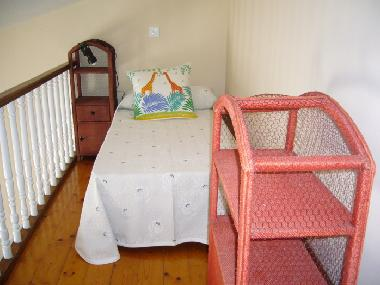 Mezzanine with single bed (ideal for kids)