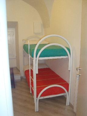 the small room with 2 single beds