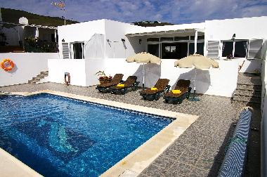 Holiday House in La Asomada (Lanzarote) or holiday homes and vacation rentals