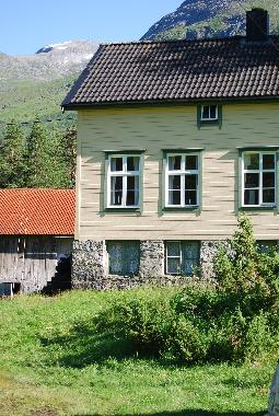 Holiday House in Hellesylt (More og Romsdal) or holiday homes and vacation rentals