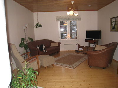Cosy livingroom for 6 - 8 persons with an open fireplace.