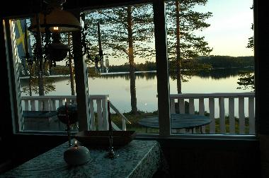 The living room offers a breath-taking view over the lake.