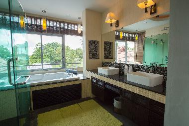 Master  bathroom private Jacuzzi