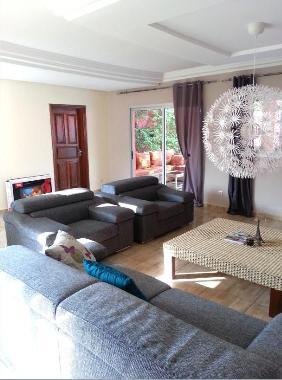 Holiday house abidjan maison 5 pieces avec piscine zone4 for Abidjan location maison