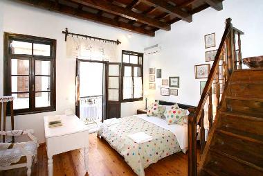 Chania: for rent in the historic district of the artists traditional house (90 sqm.) on three levels