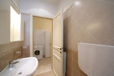 bathroom apartment n 4
