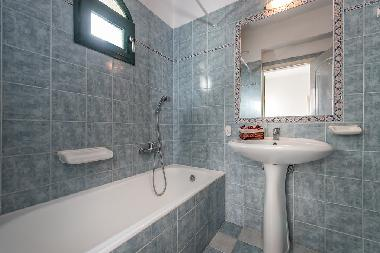 Bathroom of apartment for 4/6 persons
