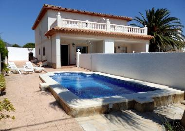 private swimming pool, barbecue and sunbeds of left house