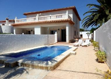 private swimming pool, barbecue and sunbeds of right house