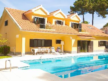 Villa in Aroeira (Península de Setúbal) or holiday homes and vacation rentals