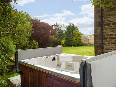 Luxury 10 seater hot tub